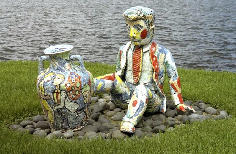 Viola Frey, Man and Vase 1996, Ceramic